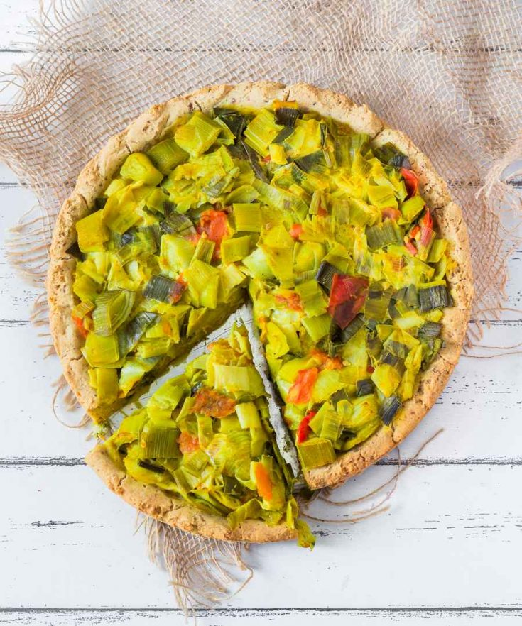 This Vegan Deep Dish Leek Pizza is very easy to make and perfect for any occasion! It's creamy, tasty and delicious. Vegan, Gluten-Free, Oil-Free.
