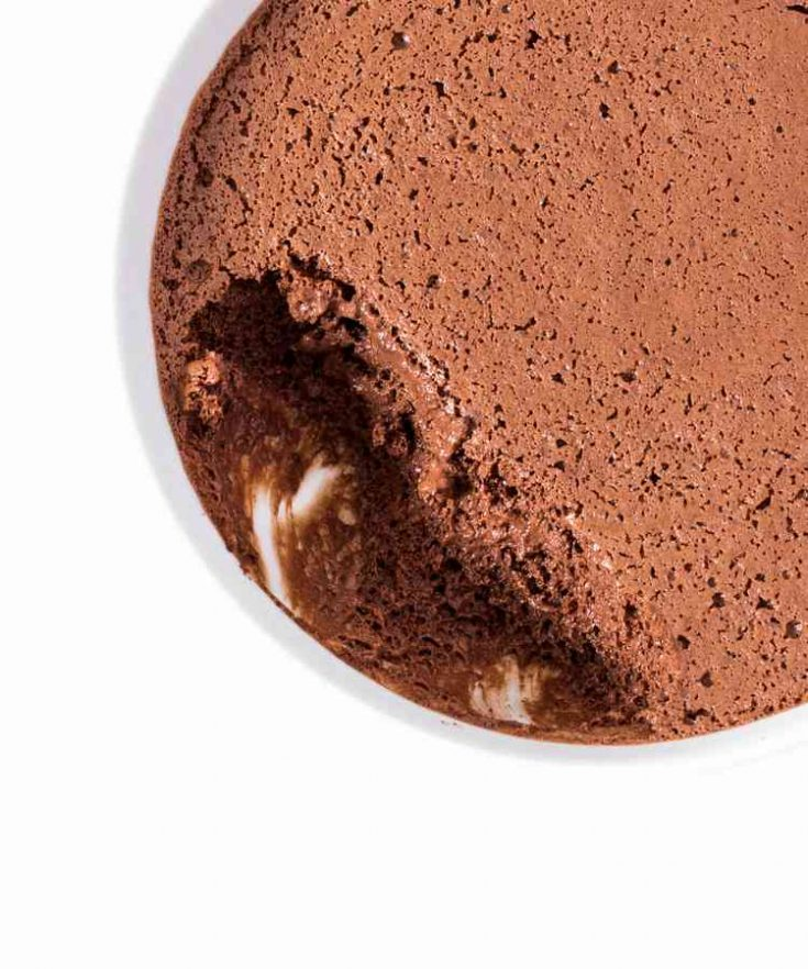 You will only need 4 ingredients to make this Vegan Chocolate Mousse with Aquafaba! It's very easy to make, delicious, chocolate-y and so comforting!