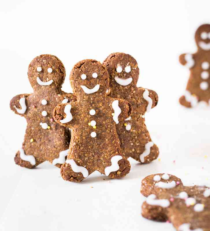 These Vegan Gingerbread Men cookies are gluten-free, oil-free, refined sugar-free and perfect for Christmas! They are easy to make, festive and delicious. Enjoy!!